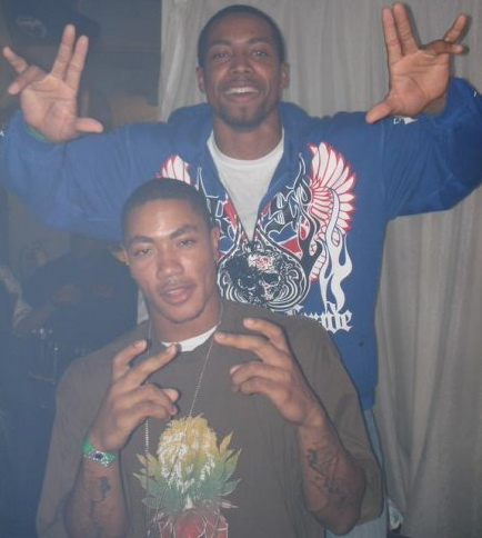 Chicago bulls derrick rose caught throwing up gang signs for Gangster disciple tattoos